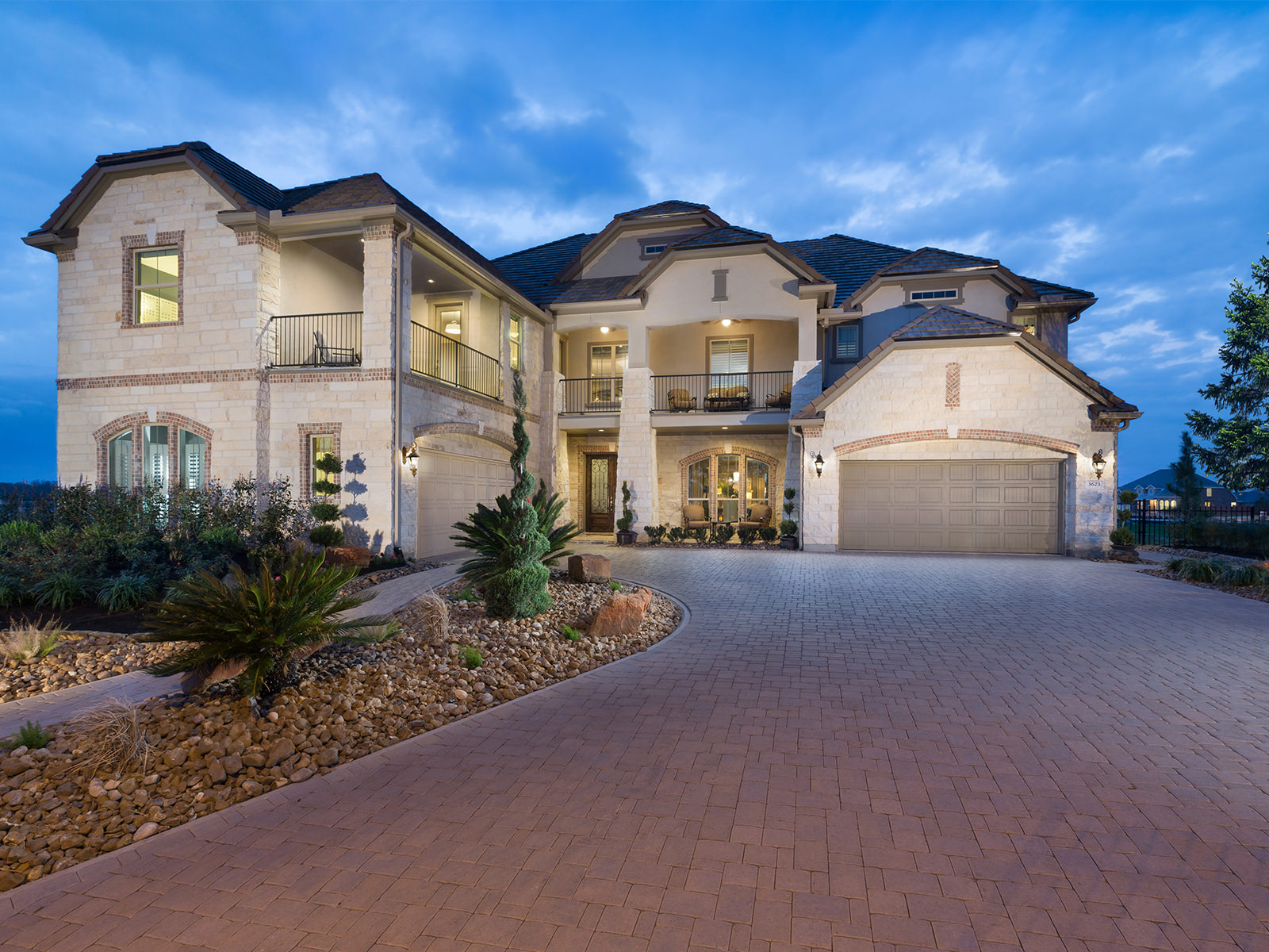 The Belmont (9017): Beautiful model with stunning exterior options