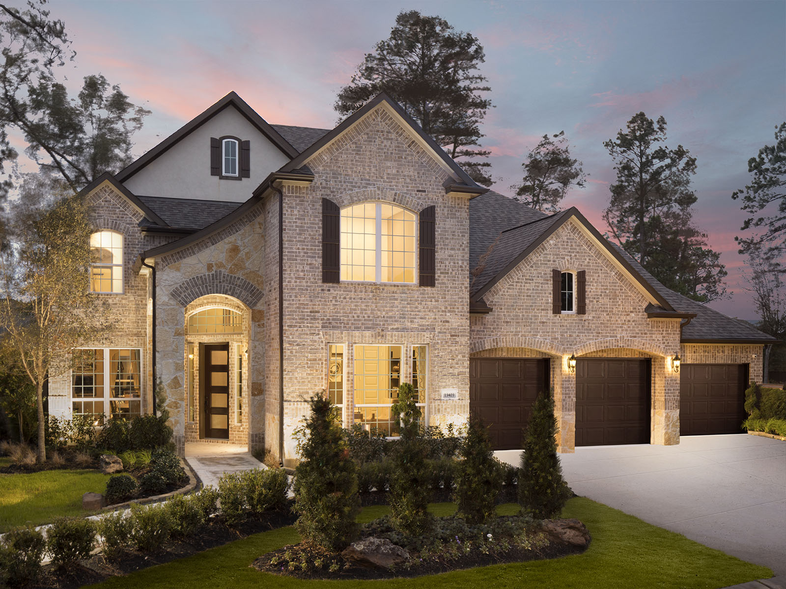 Homes in houston texas house plan 2017 for Houston house elevation