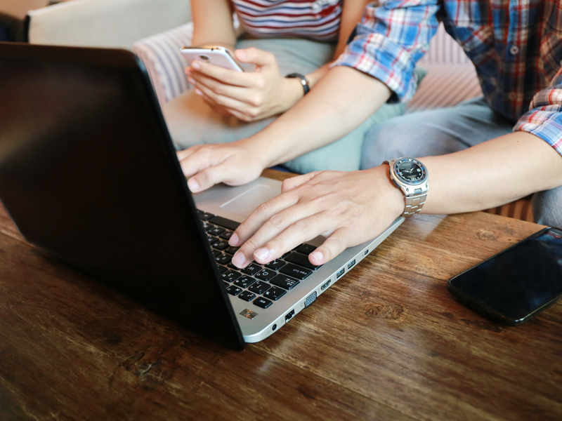 Couple using live chat